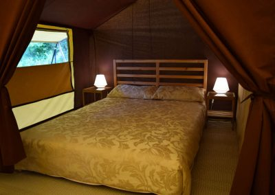 Double bed in lodge